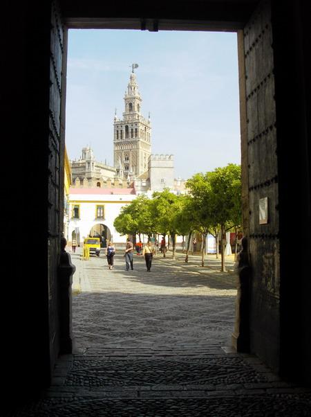 La Giralda en Sevilla (España) - The Giralda tower in Seville (Spain)