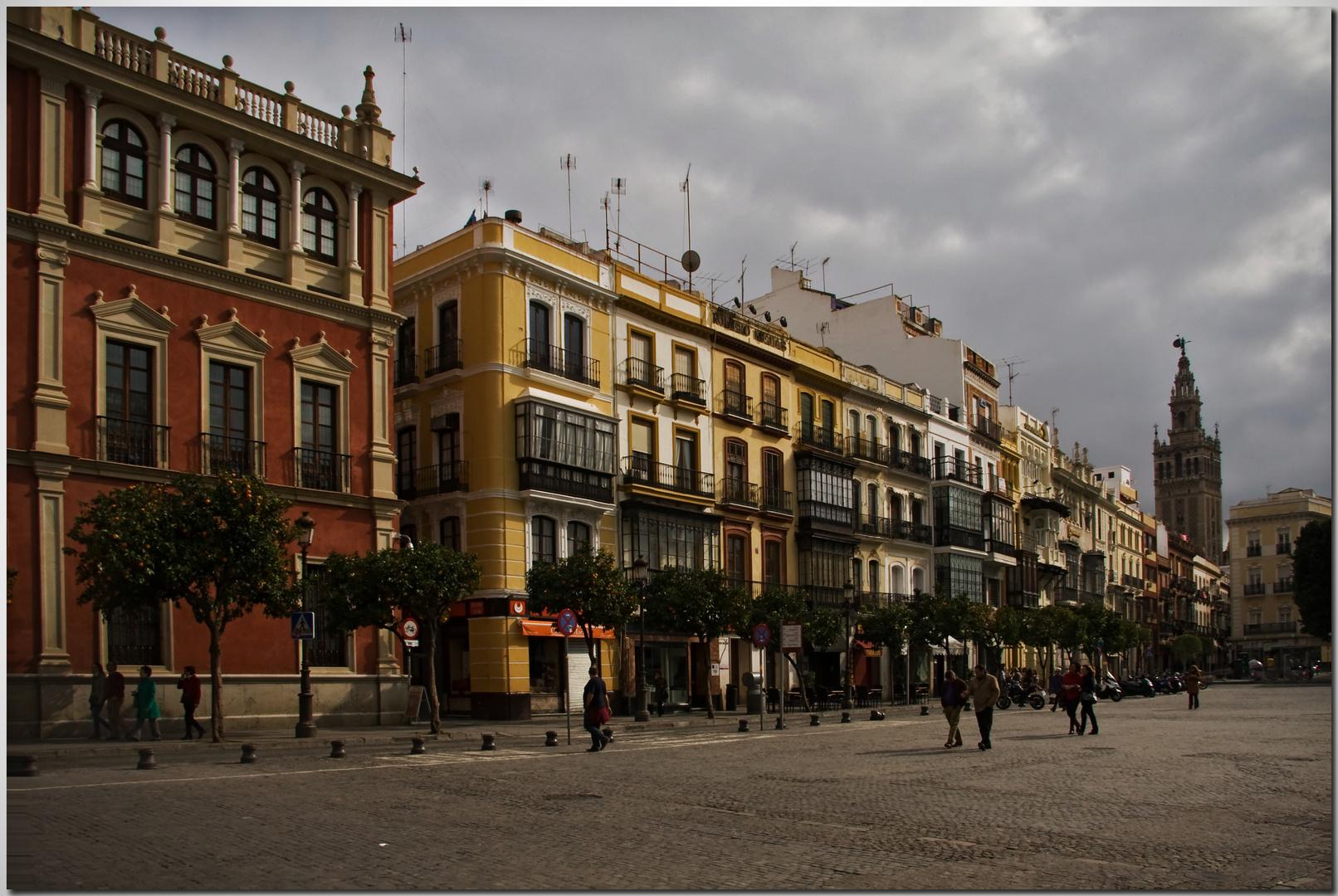 La Giralda,  mera comparsa. Sevilla tiene un color especial