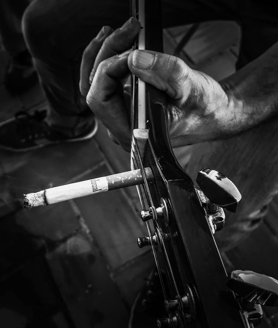 La guitarra fumadora
