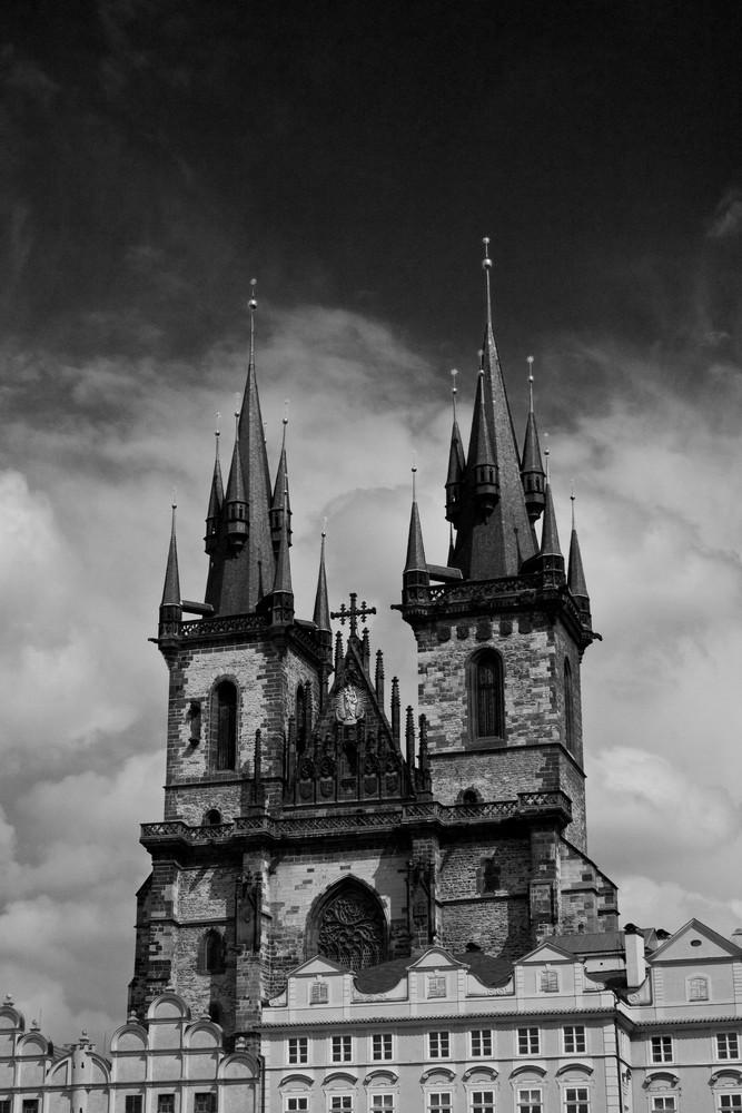 La Iglesia de Nuestra Señora en frente del Týn