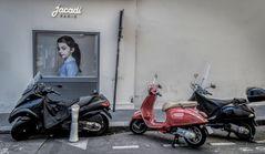 La jeune fille et les motos