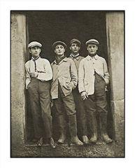 La jeunesse des années 1920 environ.
