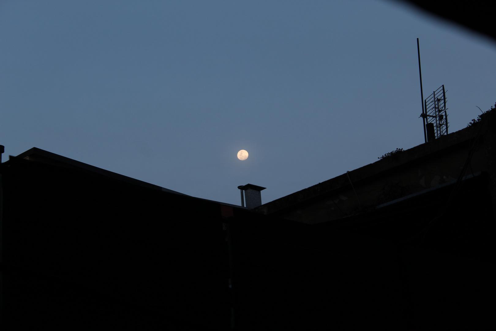 La Luna desde mi Ventana