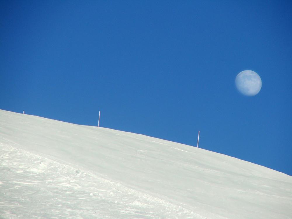 La luna e la neve