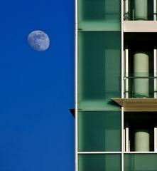 La luna ed il palazzo