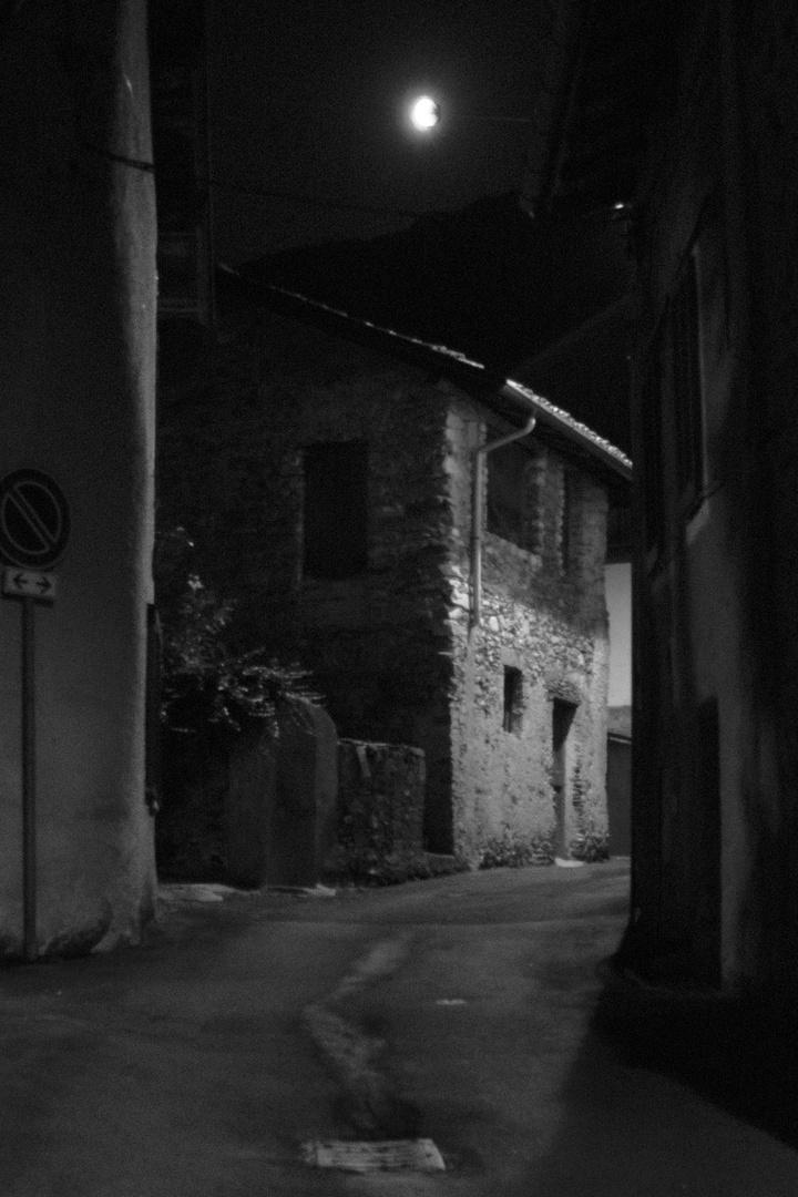 La luna in via Mazzini