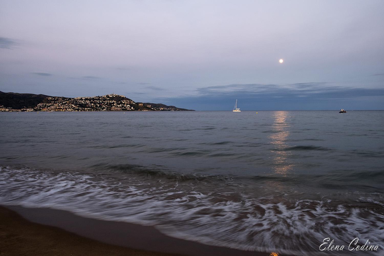 La Luna mirando al Mar
