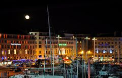 La lune sur le vieux port