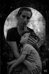 La Madona y el niño en blanco y negro