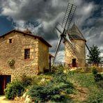 La même photo du moulin en couleur pour vous