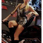 ..la modella..sull'Honda!...