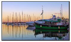 la nave colorata....in armonia col tramonto