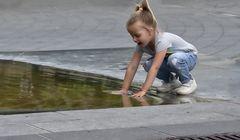 La niña y la fuente -I-