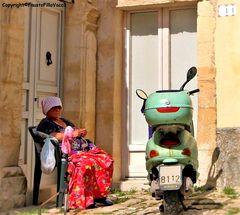 La nonnina in moto....