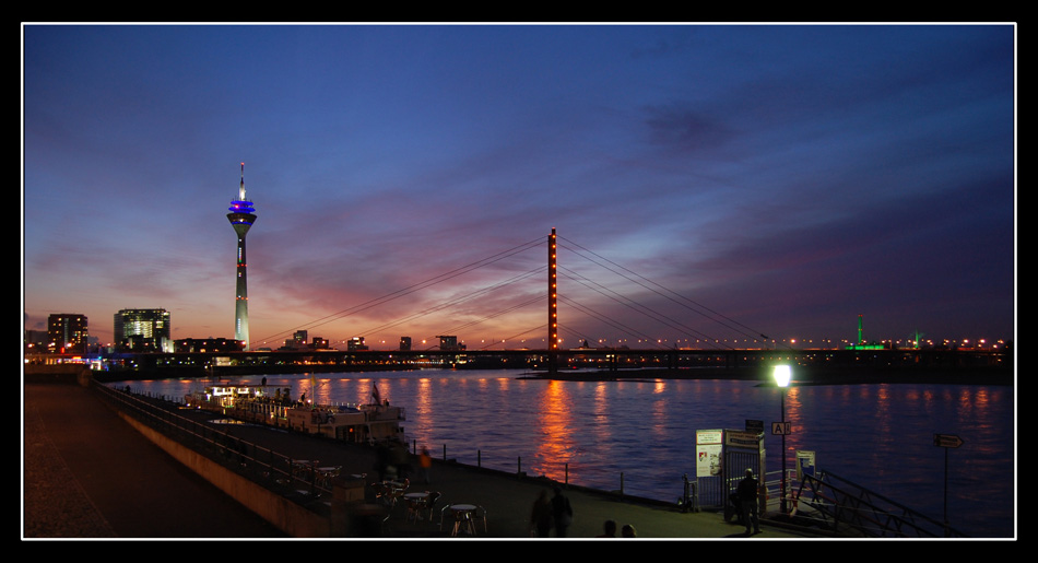 La nuit est tombee sur Dusseldorf ...