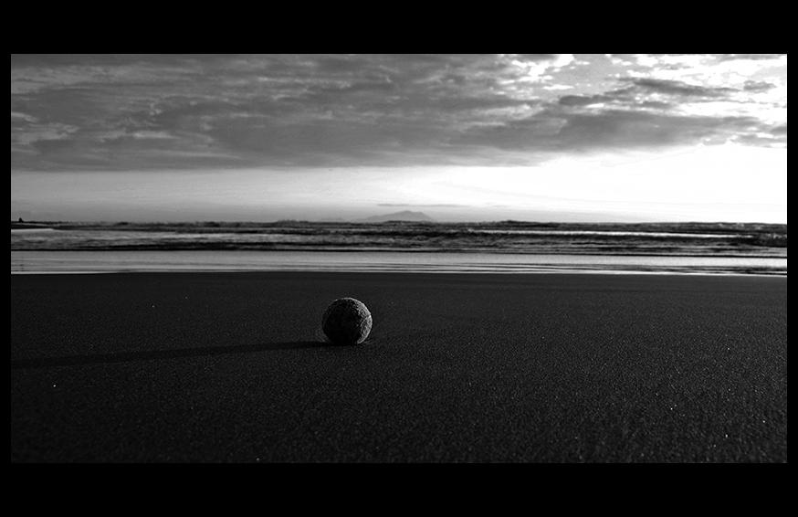 La pallina da Tennis e il Mare