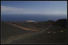 La Palma: Blick über den Vulkan zum Meer