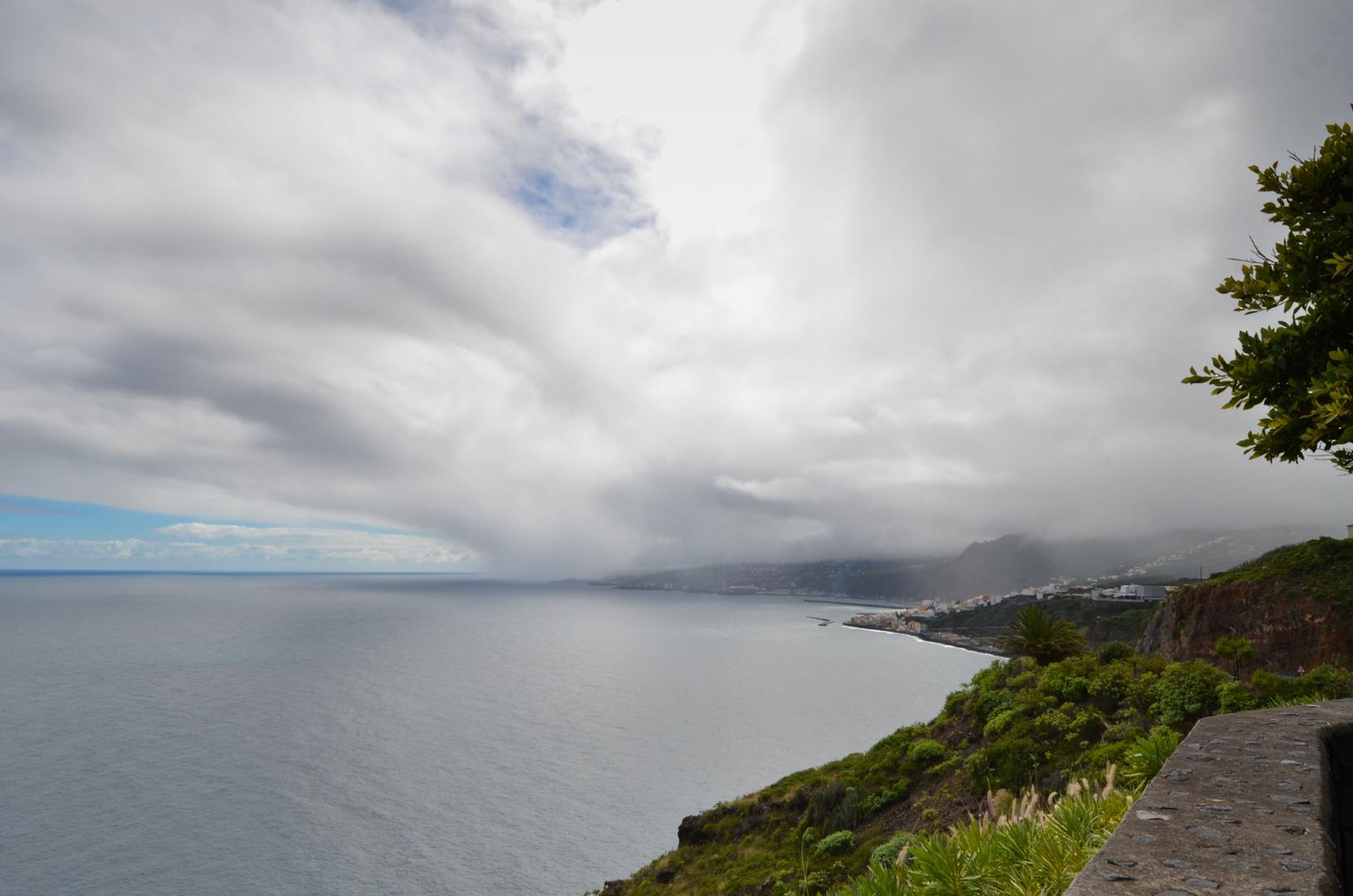 La Palma - Impressionen - Wolken gegen Santa Cruz - Nr. 8