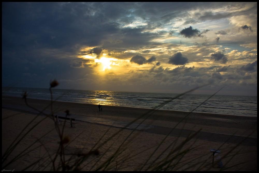La Panne , coucher de soleil.