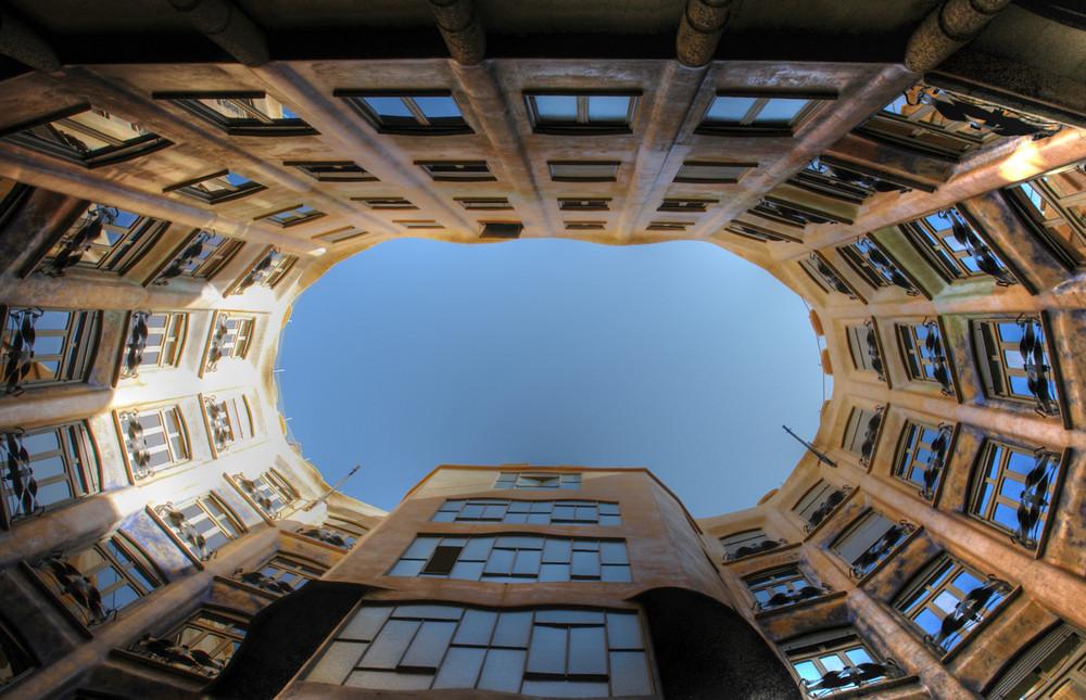 La Pedrera Innenhof - by Antoni Gaudi - Barcelona