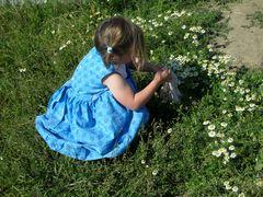 la petite fille aux fleurs