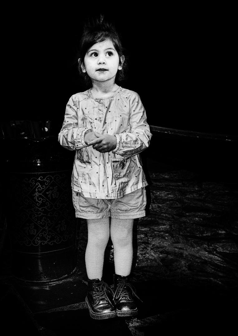 La petite fille modèle .