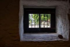 La piedra en la ventana