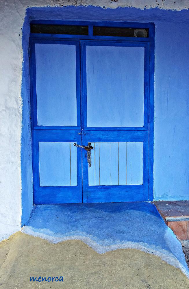 La playa sobre una puerta
