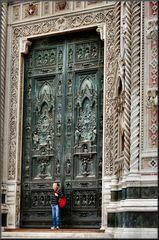 La Porta de Andrea Pisano al Battistero di Firenze  è gotica (1330).