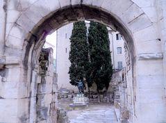 la porte d'Auguste, Nimes