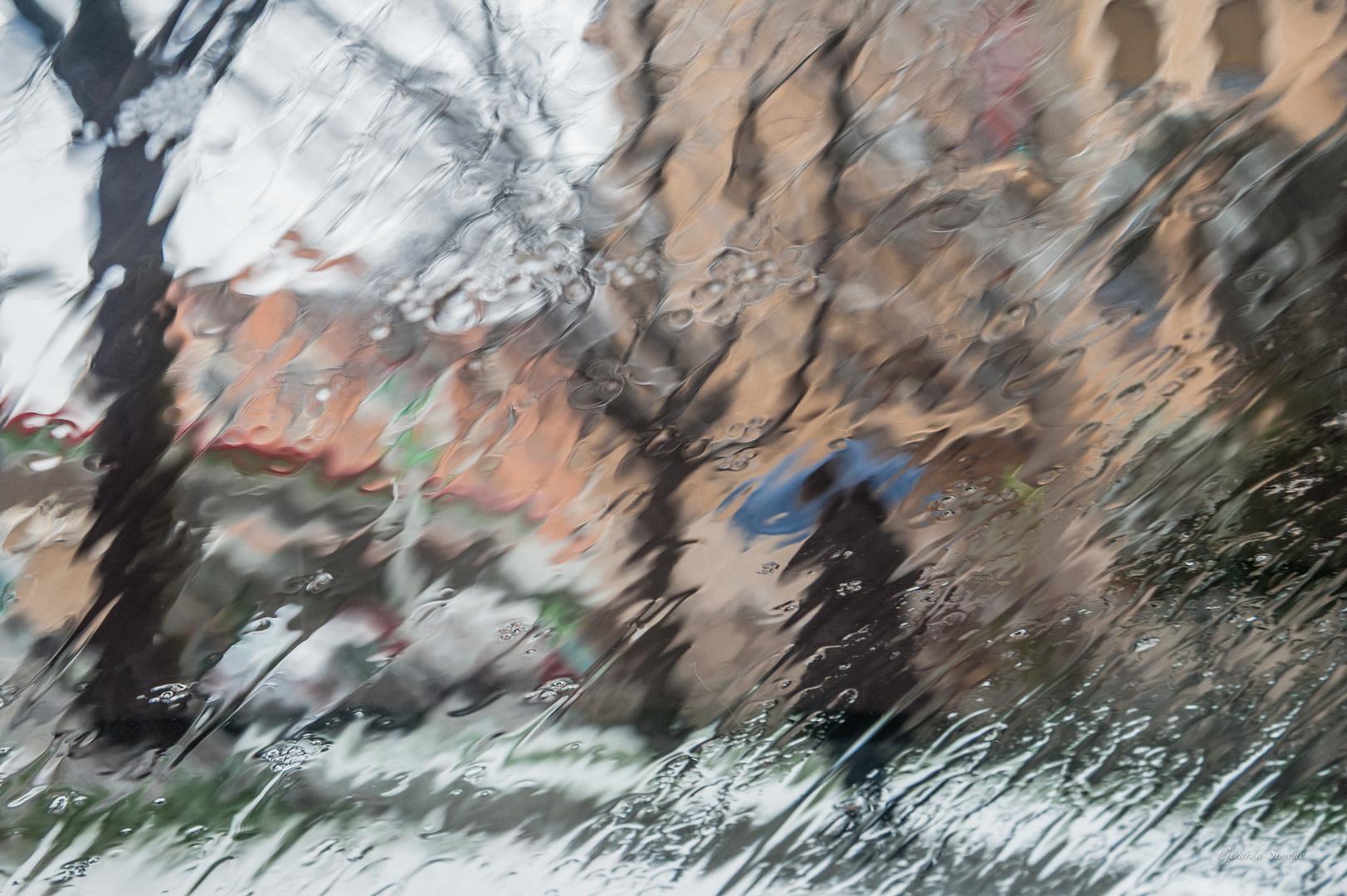 La prima neve dell'inverno in città