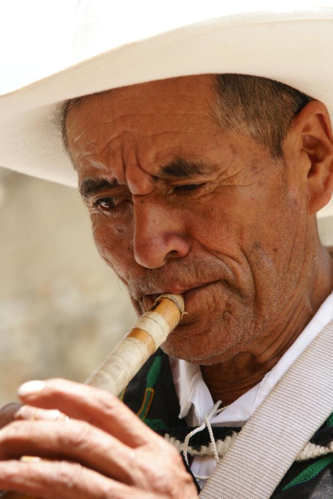 la quena,instrumento usado en festividades altoandinas,huaylas peru