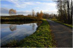 La route du bord de l'étang