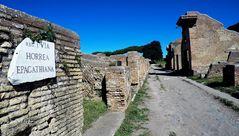 La strada di Ostia Antica...