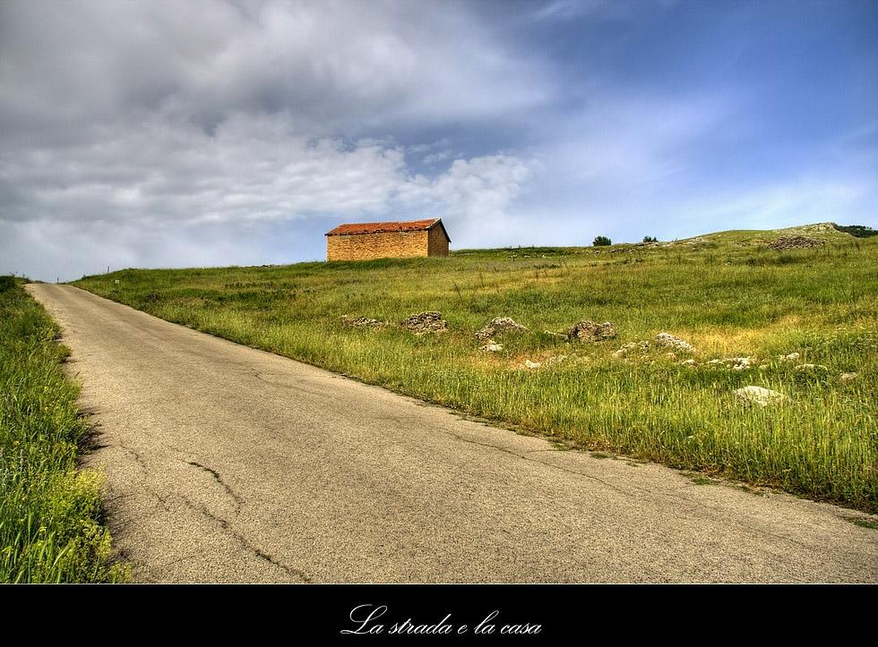 La strada e la casa