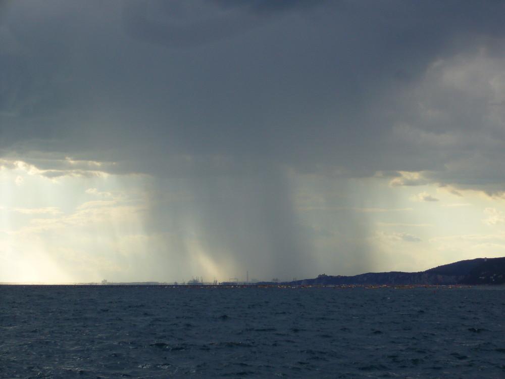 La tempesta oltre il mare