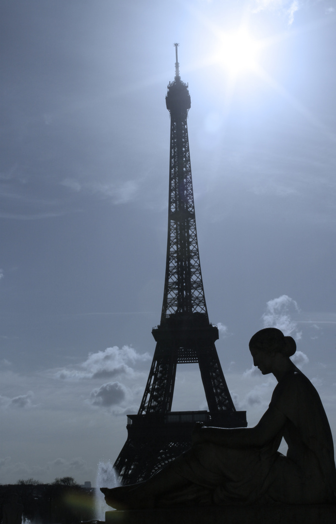 """La Tour Eiffel """"femme"""""""