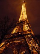 La Tour Eiffel s'embrase