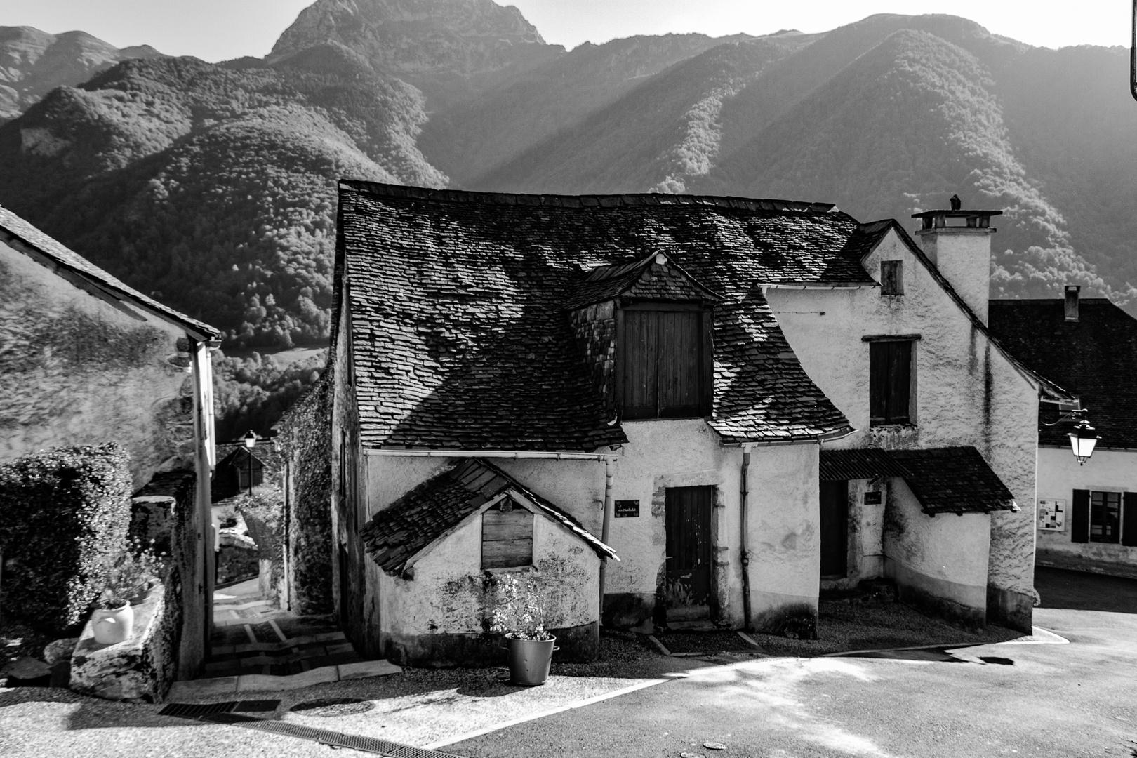 la vielle maison en noir et blanc photo et image nature paysages maison ancienne images. Black Bedroom Furniture Sets. Home Design Ideas