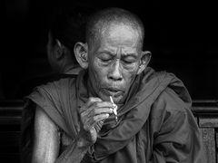 l'abito fa il monaco