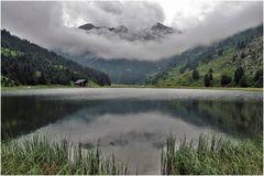 lac de tueda , meribel par temps nuageux