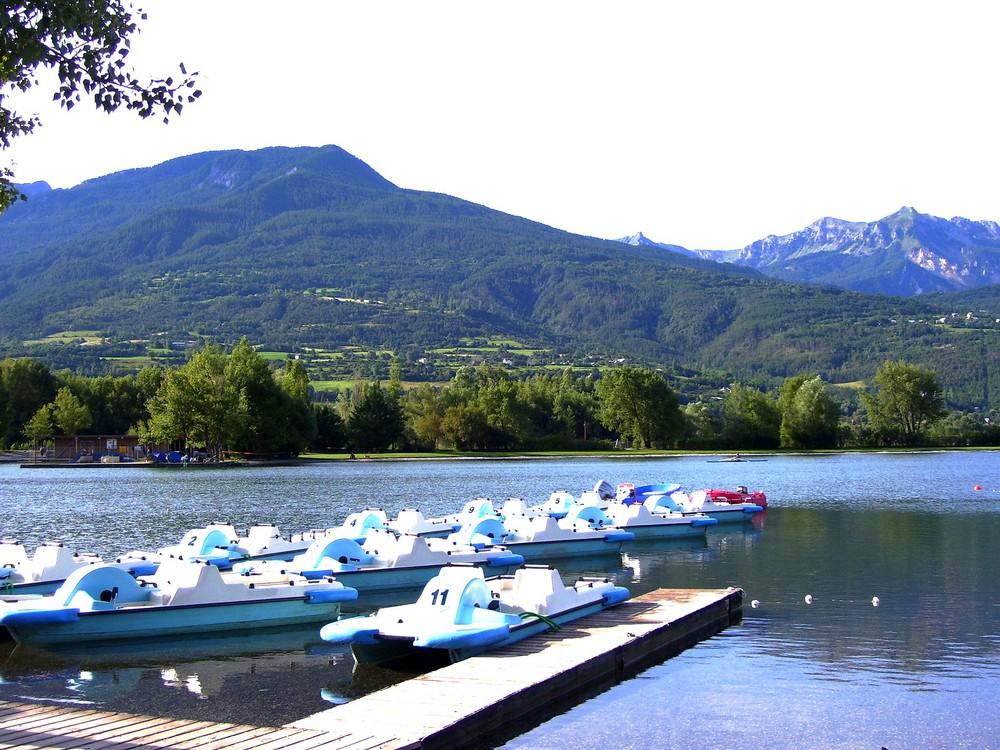 Lac et Pédalos à Embruns