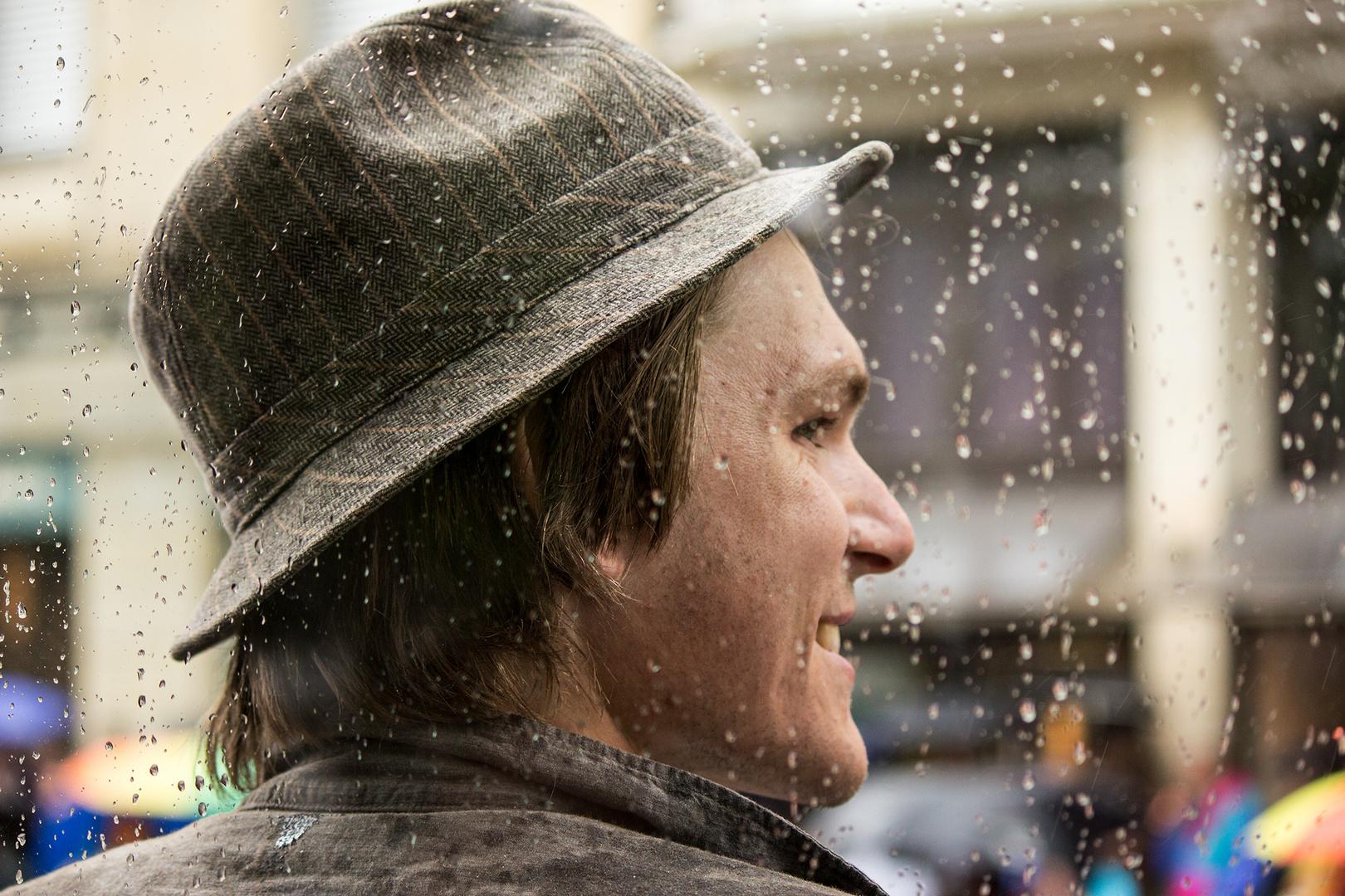 Lache und der Regen wird wärmer...