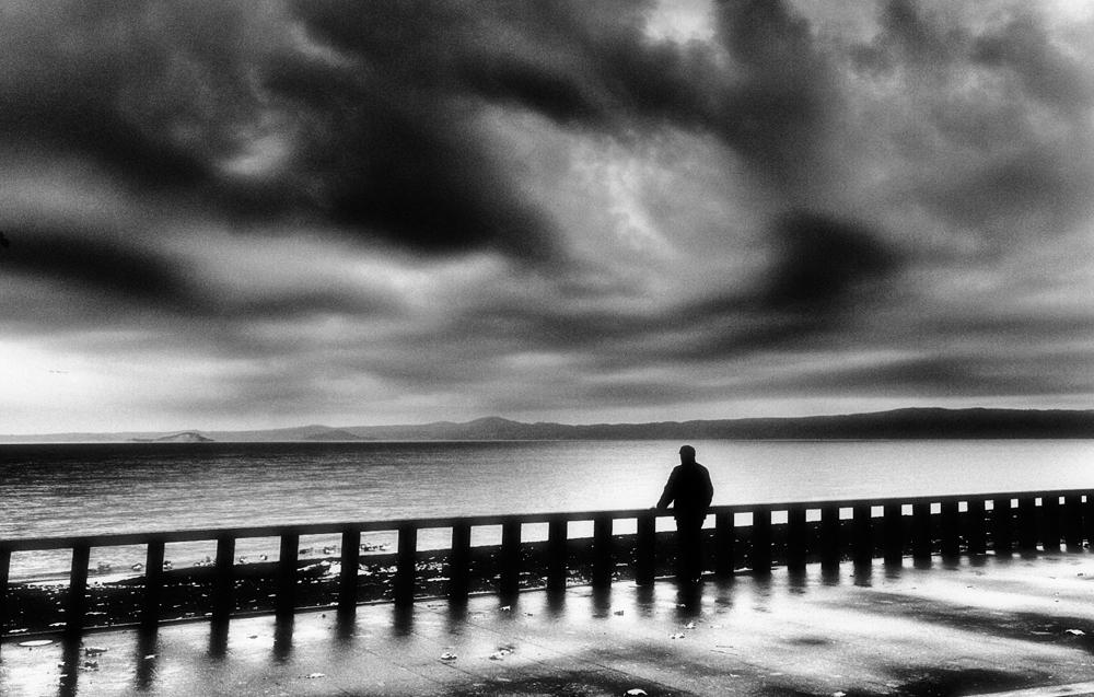 Lacrime di pioggia sul lago b/w