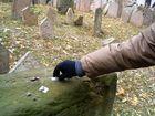 ladro di desideri al cimitero ebraico