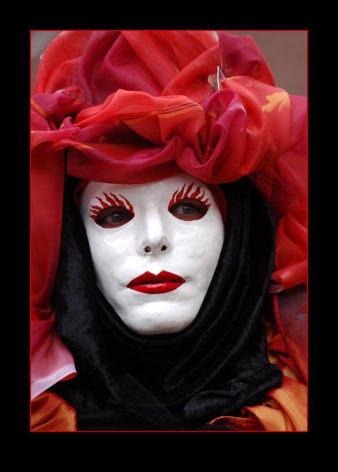 Lady in red ... Hallia Venezia