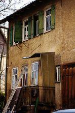 ländliche alte unbewohnte Häuser