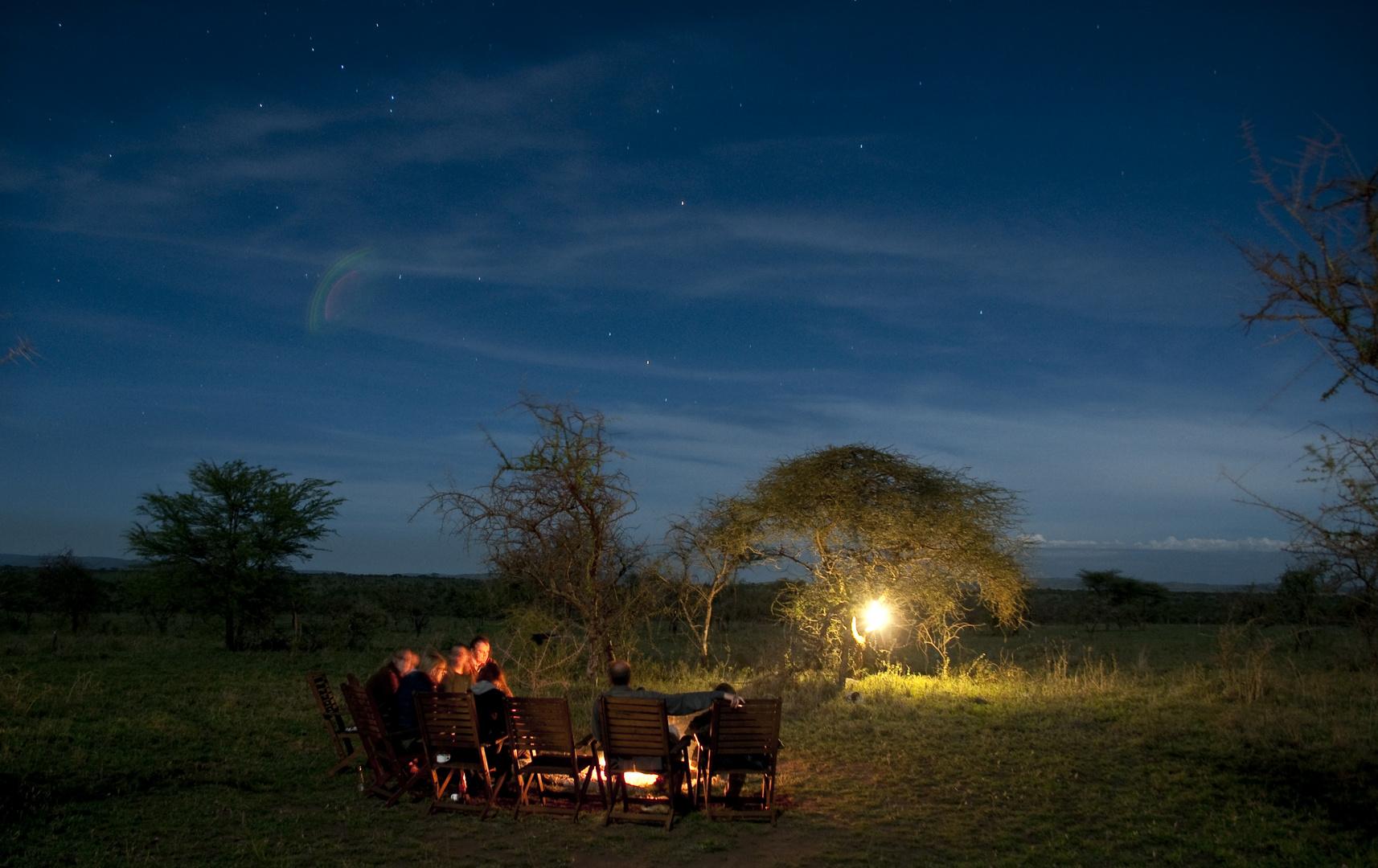 Lagerfeuer in der Serengeti