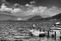 Lago, cielo e barche