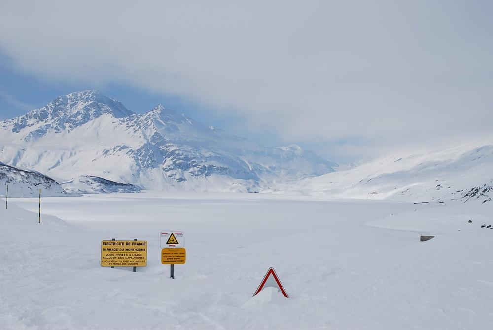lago del moncenisio ghiacciato